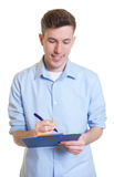 Uomo d'affari australiano con la nota di scrittura della lavagna per appunti Immagini Stock Libere da Diritti