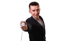 Uomo d'affari bello che tiene un orologio Sopra fondo bianco Fotografia Stock