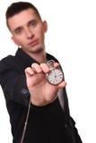 Uomo d'affari bello che tiene un orologio Sopra fondo bianco Fotografie Stock Libere da Diritti