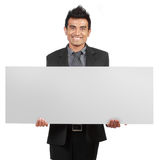 Uomo d'affari bello che tiene un segno in bianco immagine stock