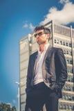 Uomo d'affari bello con gli occhiali da sole Immagine Stock Libera da Diritti