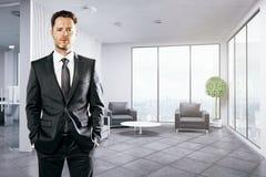 Uomo d'affari bello In Office Fotografia Stock