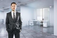 Uomo d'affari bianco in ufficio Fotografia Stock