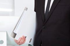 Uomo d'affari Carrying Folder fotografia stock