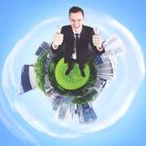 Uomo d'affari caucasico che mostra i pollici su Fotografie Stock