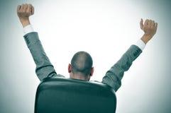 Uomo d'affari che allunga nella sua sedia dell'ufficio Immagine Stock Libera da Diritti