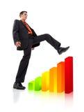 Uomo d'affari che arrampica un diagramma Fotografia Stock Libera da Diritti