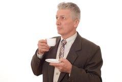 Uomo d'affari che beve da una tazza Fotografia Stock Libera da Diritti