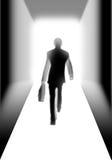 Uomo d'affari che cammina all'indicatore luminoso illustrazione di stock