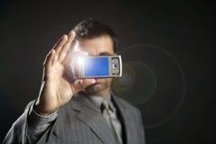 Uomo d'affari che cattura le foto, macchina fotografica mobile Immagini Stock Libere da Diritti
