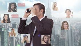 Uomo d'affari che cerca i nuovi impiegati video d archivio