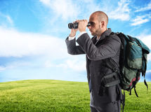 Uomo d'affari che cerca nuovo commercio Fotografie Stock