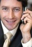 Uomo d'affari che comunica sul cellulare Fotografia Stock Libera da Diritti