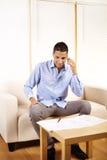 Uomo d'affari che comunica sul telefono mobile Fotografia Stock