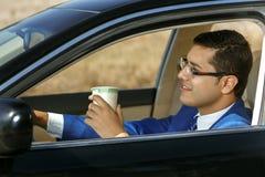 Uomo d'affari che conduce la sua automobile Fotografie Stock