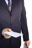 Uomo d'affari che cosegna una lettera in bianco Fotografie Stock Libere da Diritti