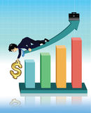 Uomo d'affari che dà mano per aiutare dollaro fino a sul grafico Fotografie Stock