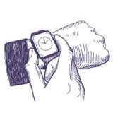 Uomo d'affari che esamina l'orologio della mano Immagini Stock