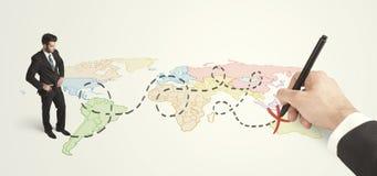 Uomo d'affari che esaminano mappa ed itinerario estratto a mano Fotografie Stock