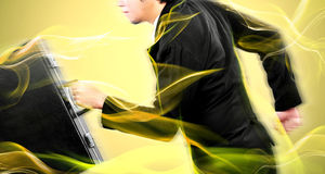Uomo d'affari che esegue alta velocità per il suo obiettivo prima del concorrente Immagini Stock Libere da Diritti