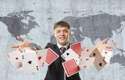 Uomo d'affari che gioca con le carte Fotografia Stock Libera da Diritti
