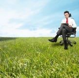 Uomo d'affari che gode di un giorno di distensione Fotografie Stock Libere da Diritti