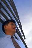 Uomo d'affari che guarda avanti Fotografie Stock