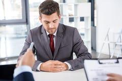 Uomo d'affari che ha intervista di lavoro, concetto di affari Immagine Stock
