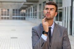 Uomo d'affari che ha un dilemma importante Fotografia Stock Libera da Diritti