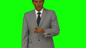 Uomo d'affari che indica con la sua barretta archivi video