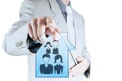 Uomo d'affari che indica l'icona disegnata a mano della famiglia Fotografia Stock