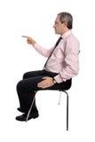 Uomo d'affari che indica la sua barretta immagine stock