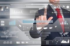 Uomo d'affari che indica un touch screen Fotografia Stock Libera da Diritti