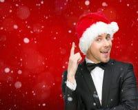Uomo d'affari che indossa i gesti di attenzione del cappuccio di Santa Claus fotografia stock