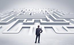 Uomo d'affari che inizia un labirinto piano 3d Fotografia Stock Libera da Diritti