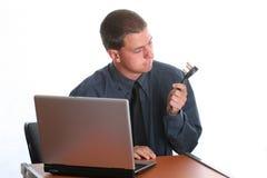 Uomo d'affari che lavora al computer portatile Immagini Stock Libere da Diritti