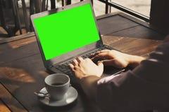 Uomo d'affari che lavora con il successo del computer portatile, conoscenza, vittoria, Mo Immagini Stock Libere da Diritti