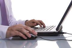 Uomo d'affari che lavora con il suo computer portatile Immagine Stock Libera da Diritti