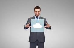Uomo d'affari che lavora con la proiezione dell'icona della nuvola immagini stock libere da diritti