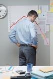 Uomo d'affari che mostra i pollici giù Immagine Stock