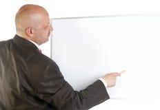 Uomo d'affari che mostra insegna in bianco. Fotografia Stock Libera da Diritti