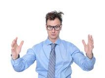 Uomo d'affari che mostra la grande dimensione delle sue mani Immagine Stock