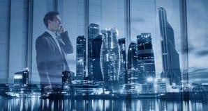 Uomo d'affari che parla dal telefono, doppia esposizione Fotografia Stock Libera da Diritti
