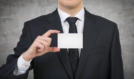 Uomo d'affari che passa un biglietto da visita Fotografia Stock Libera da Diritti
