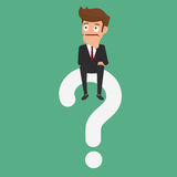 Uomo d'affari che pensa e che si siede sul punto interrogativo Immagini Stock Libere da Diritti