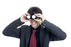 Uomo d'affari che per mezzo del binocolo Fotografie Stock