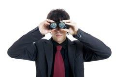 Uomo d'affari che per mezzo del binocolo Immagine Stock