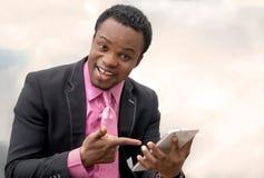 Uomo d'affari che per mezzo del ridurre in pani digitale Immagine Stock Libera da Diritti