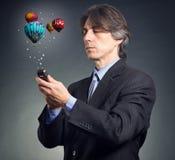Uomo d'affari che per mezzo del telefono mobile Fotografie Stock
