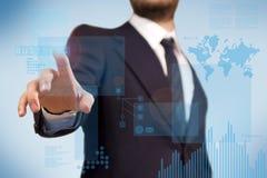 Uomo d'affari che per mezzo dello schermo di tocco futuristico Immagine Stock Libera da Diritti